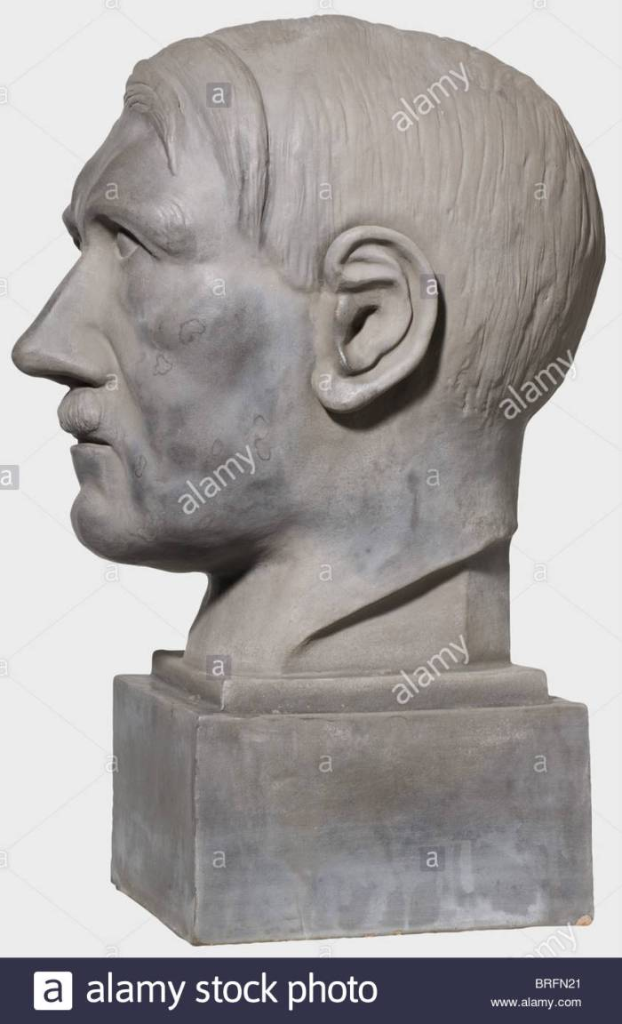 ernst-seger-1868-1939-a-majolica-bust-adolf-hitler-portrait-head-on-BRFN21.jpg